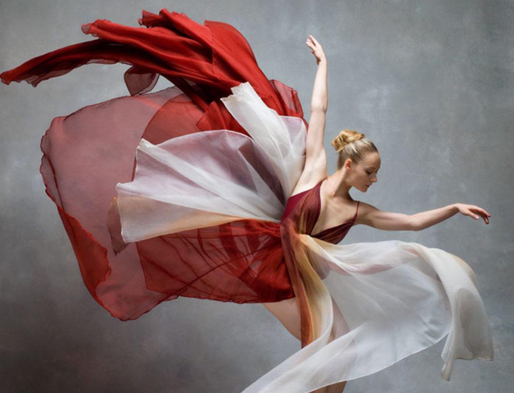 Bailarines En Movimiento Revelan La Gracia Extraordinaria De Sus Cuerpos